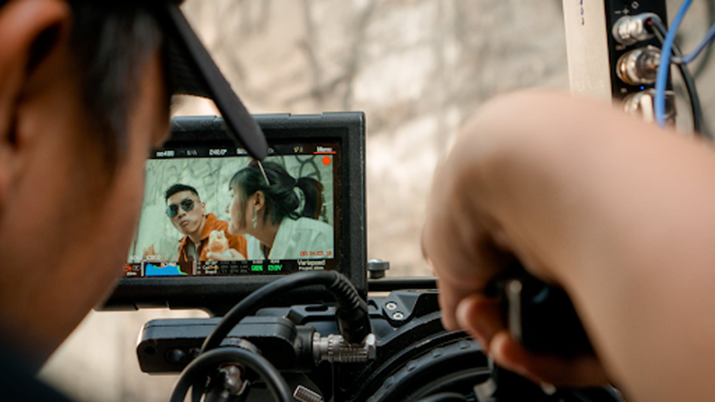 Content creation is one of the new era jobs where it can be done individually or with a group of professional creators. Image: Lê Minh, licensed under Pexels.