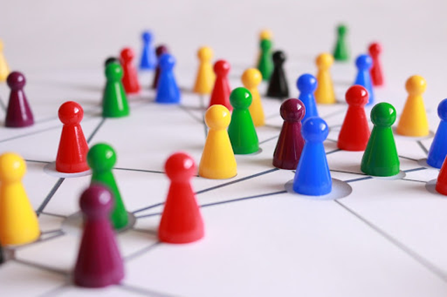 Targeting the right audience is choosing the right group of people who will be your potential customers. (Credits: Pixabay, License under Pexels)