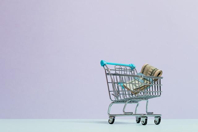 Retargeting ads increase customer loyalty which brings you more money in the long run. (Credits: Karolina Grabowska, Pexels License, Pexels)